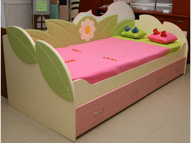 Детскую кровать для девочки от 3 лет ромашка